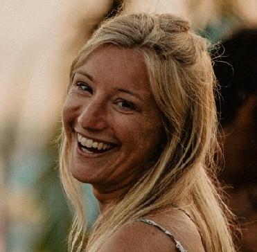 Lara Mills